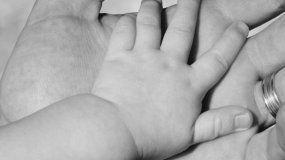 Un bebé de dos meses murió ahogado en brazos de su madre