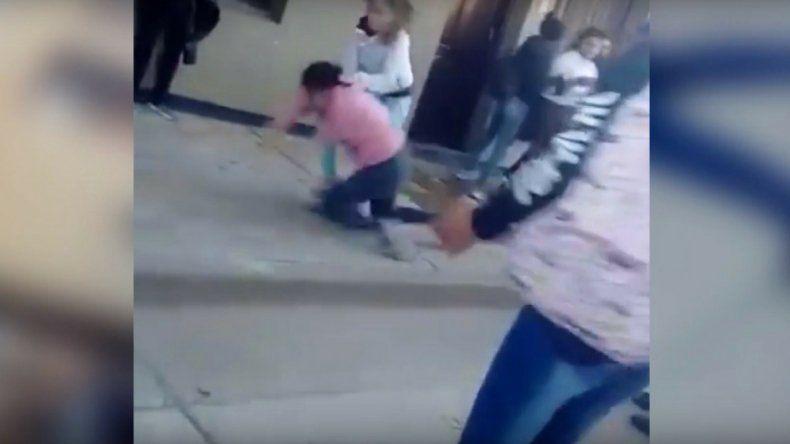 Tremenda pelea en una escuela de San Pedro se viralizó por las redes sociales y generó repudio