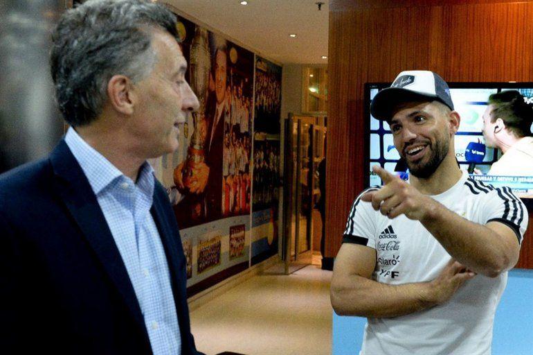 Macri, preocupado por la Selección: Contactó por whatsapp al Kun Agüero