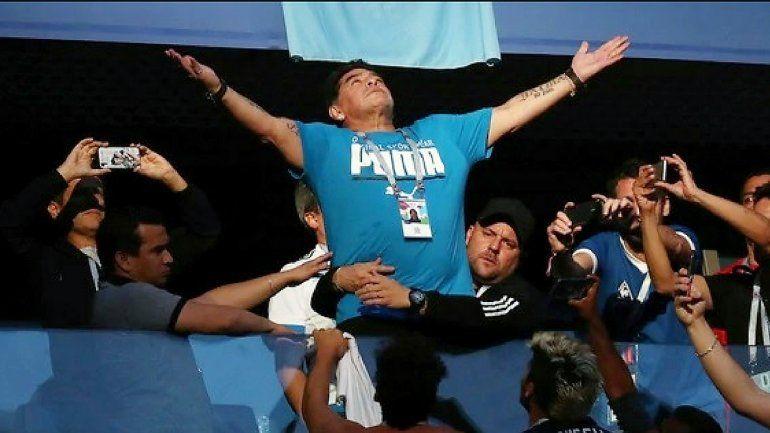 Maradona preocupó a todos en el partido de Argentina y salieron muchas versiones sobre su salud