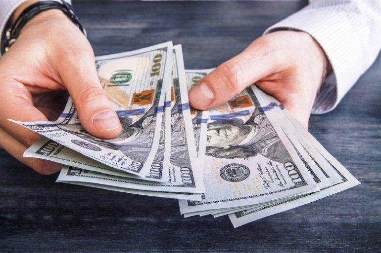 El dólar bajó sobre el final y cerró a $28,75