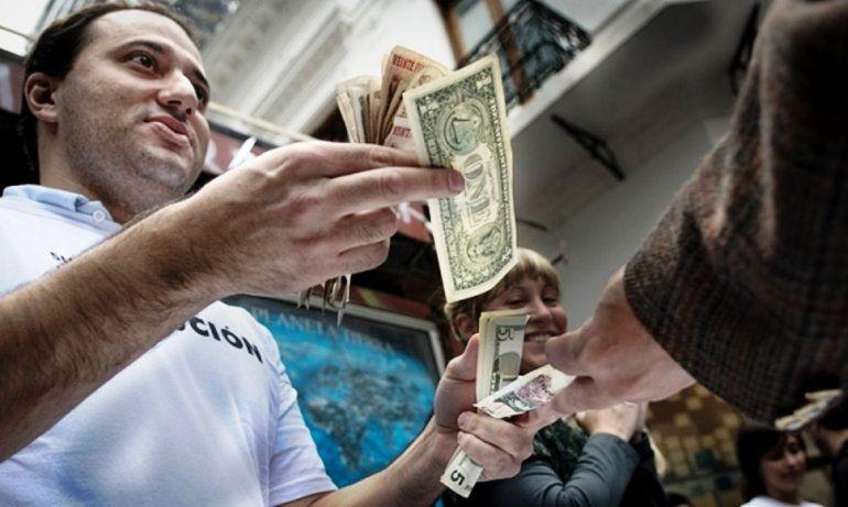 El dólar sube 18 centavos: con el mercado atento a licitación de Letes y bono dual