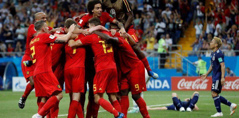 Bélgica venció a Japón en la última jugada del partido y clasificó a cuartos de final