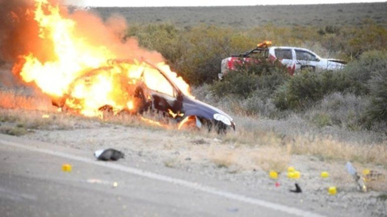 Se incendiaba el auto donde viajaban y arrojaron a su beba de 14 meses para salvarla