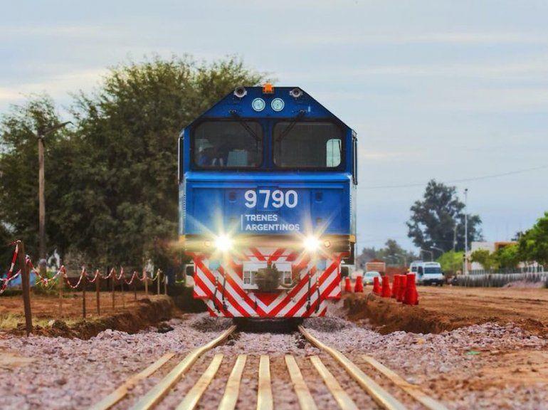 El tren con 100 vagones del Belgrano Cargas llegó en tiempo récord a Rosario