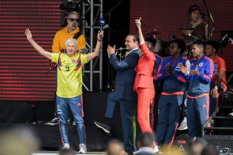 Héroe nacional: una multitud ovacionó a José Pekerman en Colombia