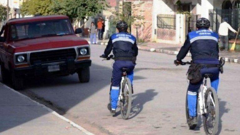 Atacaron brutalmente con palos y piedras a dos bicipolicías: hay tres detenidos