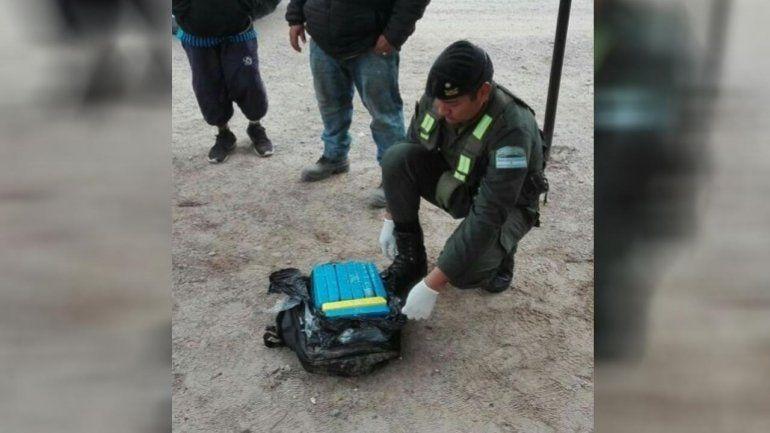Con la mochila llena de ladrillos de cocaína intentaba trasladar la droga por Salta