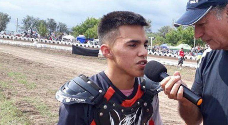 Conmoción en Córdoba: murió un joven motociclista en plena carrera