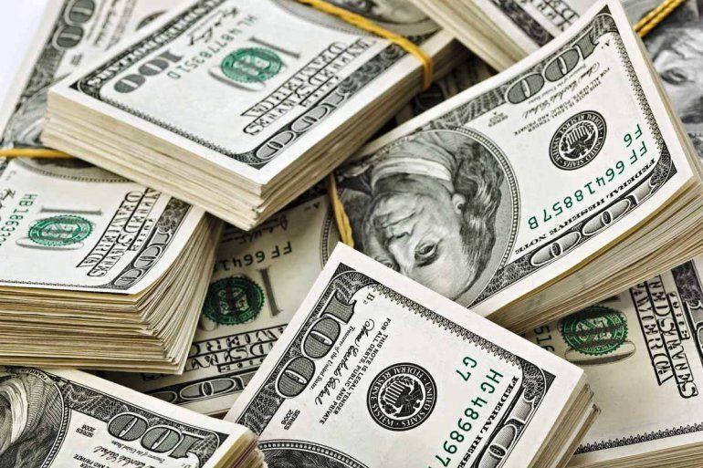 El dólar bajó otros 58 centavos y quedó al borde de perforar los $28