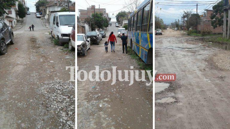 Vecinos de Moreno y Los Perales reclaman por las calles, la basura y los autos abandonados