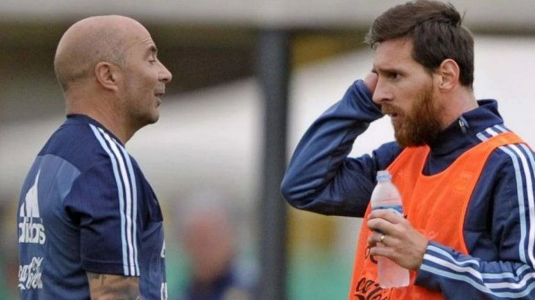 Sampaoli sobre Lionel Messi: En Argentina sufre mucho