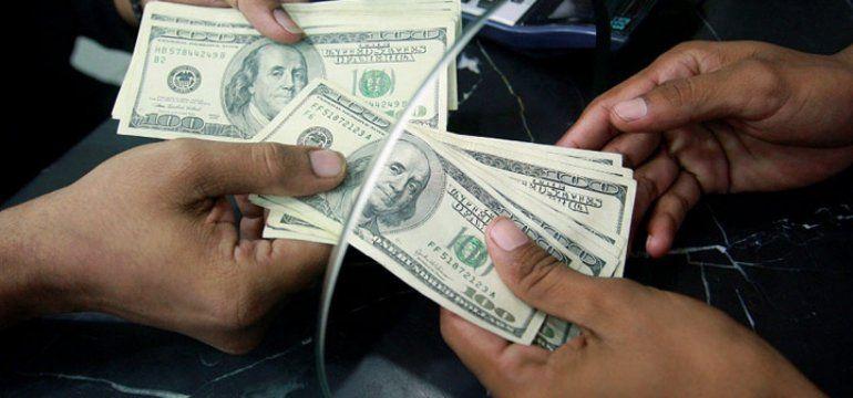 El dólar sigue en alza y ya supera los $34 en algunos bancos
