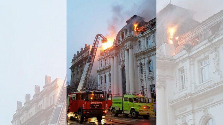 Feroz incendio en el Banco Nación de Bahía Blanca
