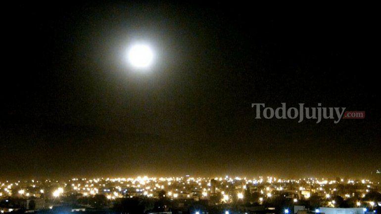 Espectacular, mirá la super luna en Jujuy