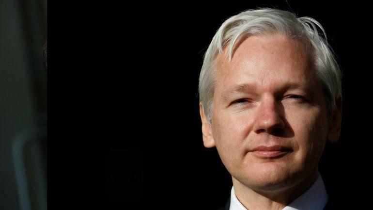 Ecuador discute el asilo de Julian Assange con Reino Unido