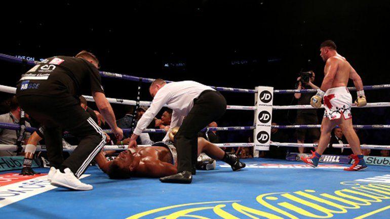 Tremendo nocaut: Dejó a su rival colgando de las cuerdas del ring