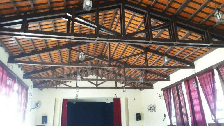 Sin solución: las obras en la escuela Juanita Stevens no inician por dimes y diretes