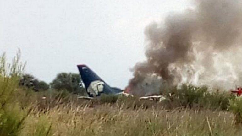 Tragedia en el aire: cayó un avión de Aeroméxico con 100 personas a bordo