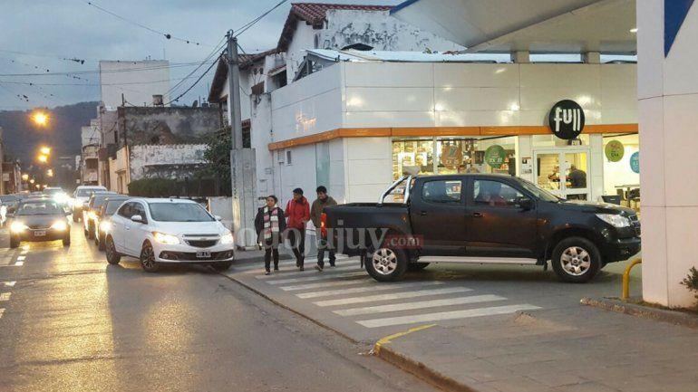 Ante la inminente suba de combustible, los jujeños buscan llenar el tanque para ganarle al aumento