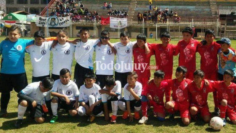 El equipo de fútbol infantil Asociación Zapla A salió tercero en el torneo internacional del Inka en Perú