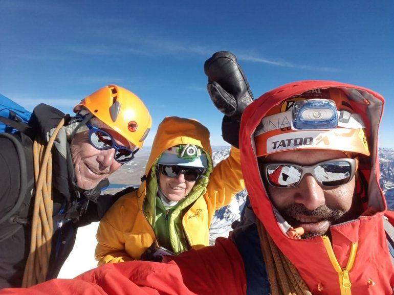 Jujeños hicieron cumbre en un cerro de más de 6 mil metros en Bolivia