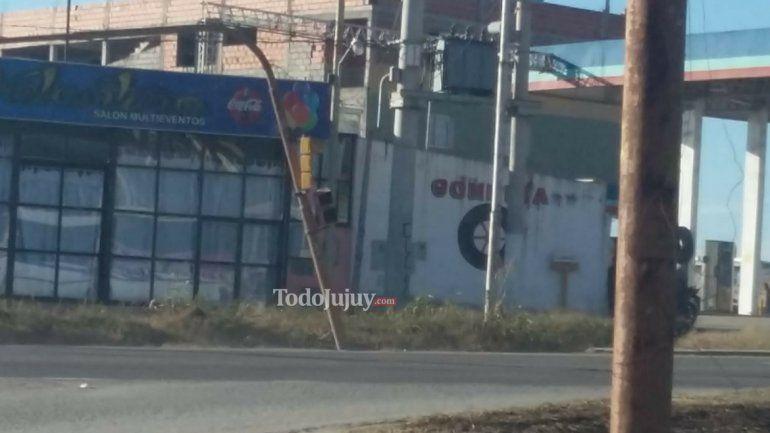 Semáforos en mal estado, accidentes y quejas de los vecinos del barrio Alto Comedero