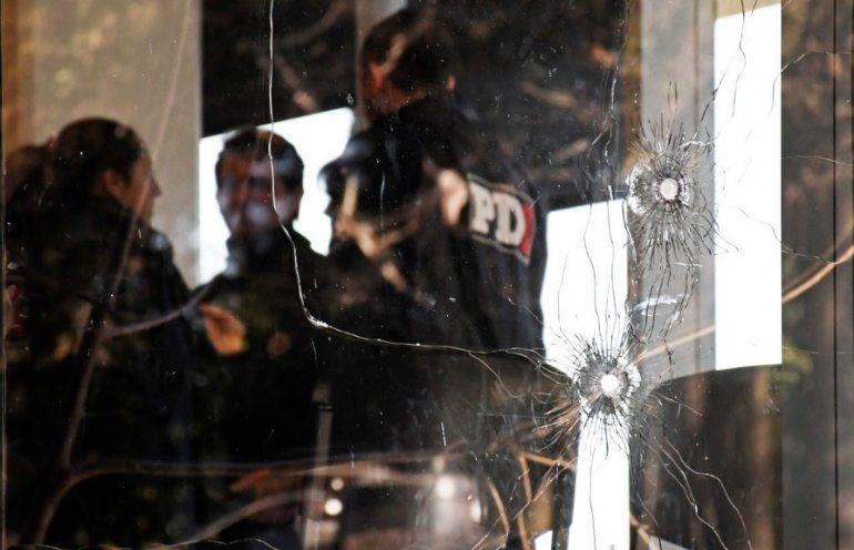 Violencia narco: dos hombres atacaron a balazos el edificio donde se hará el juicio a Los Monos