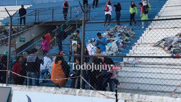 ¡Para aplaudir! algunos colegios limpiaron la tribuna después del sábado estudiantil