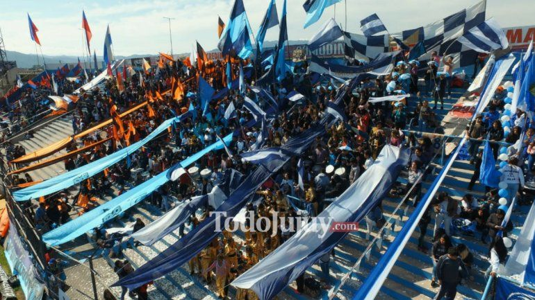 Miles de estudiantes colmaron el estadio 23 de Agosto en el primer Sábado Estudiantil