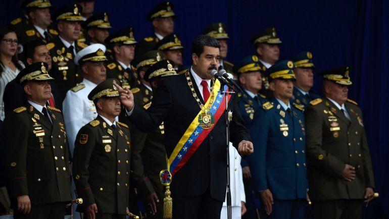 Evacuan a Maduro en un acto por un supuesto atentado