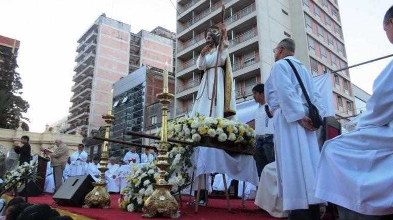 Los capitalinos honran al Santísimo Salvador, patrono de la ciudad