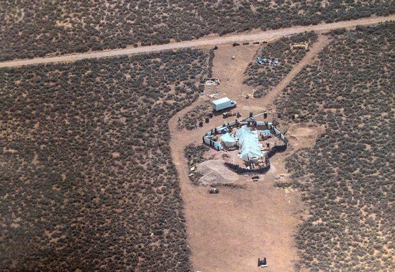 La casa del terror: rescatan a 11 chicos que vivían desnutridos en un campamento