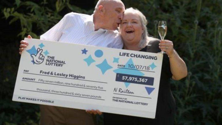 Increíble: rompieron su ticket de la lotería sin saber que era el ganador de 75 millones de dólares