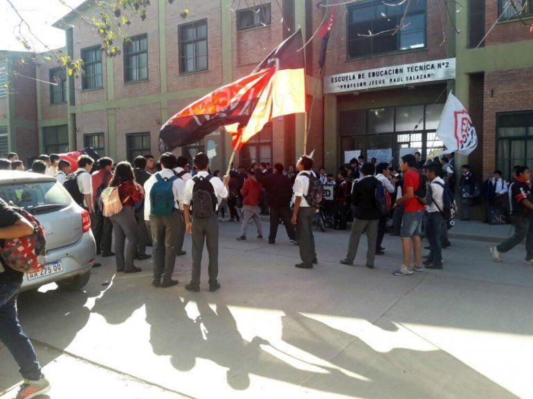 Alumnos y padres de la EET N° 2 preocupados por los constantes robos en la zona