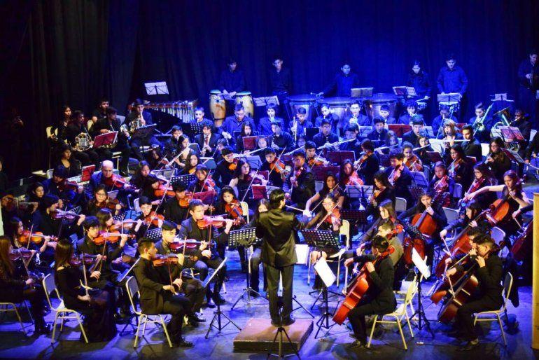 Cien músicos de la Orquesta Juvenil del Norte debutaron en el Teatro Mitre