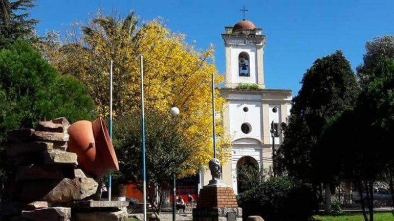 Artesanos, emprendedores y música en la plaza central de San Antonio