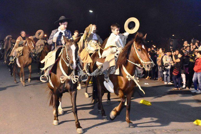 Empiezan los festejos del Éxodo Jujeño con la marcha evocativa y los Hornitos