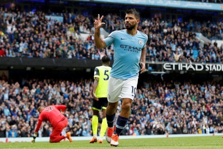 Agüero intratable: metió tres goles y está entre los máximos goleadores de Inglaterra