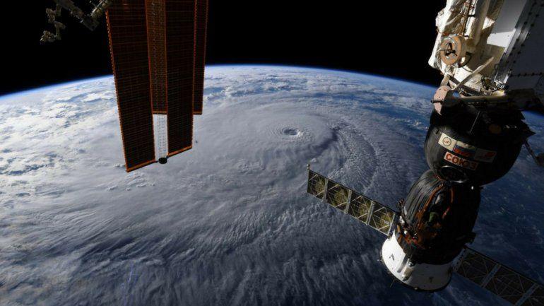 El huracán Lane se aproxima a las costas del archipiélago de Hawái
