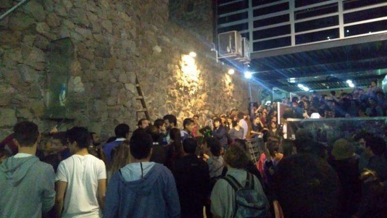 Estudiantes quitaron una imagen de la Virgen de la Facultad de Derecho de Córdoba