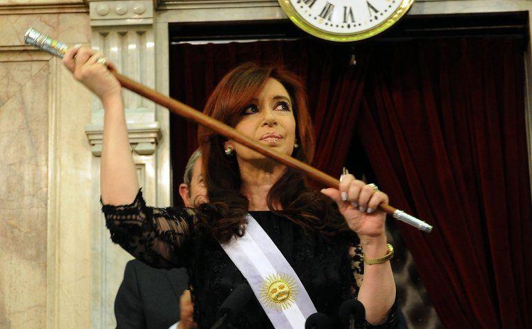 Le devolverán los bastones presidenciales a Cristina Kirchner secuestrados en el allanamiento