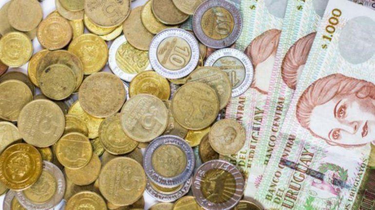 El peso argentino vale menos que el uruguayo después de más de 26 años