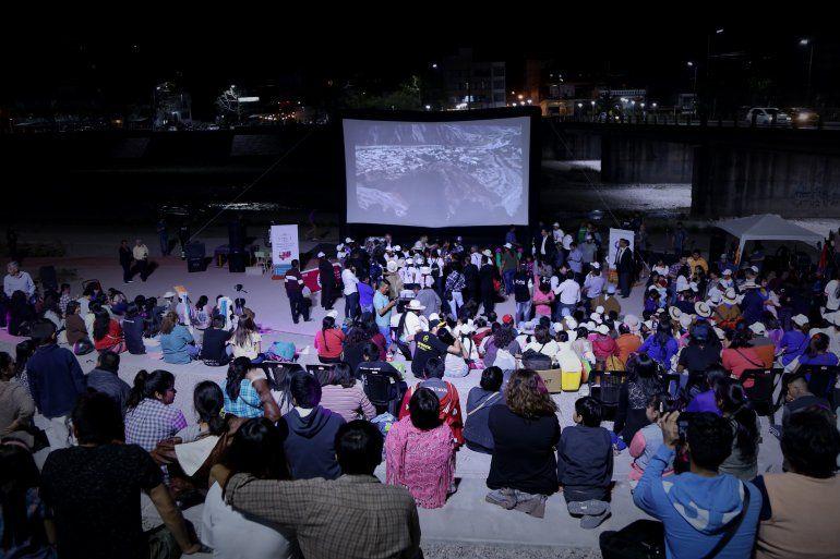 Festival sobre ruedas: se estrenó el Alturas Móvil, la pantalla que llegará a toda la provincia