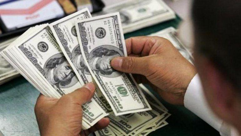 El dólar cayó por segundo día consecutivo y cerró a $38,32
