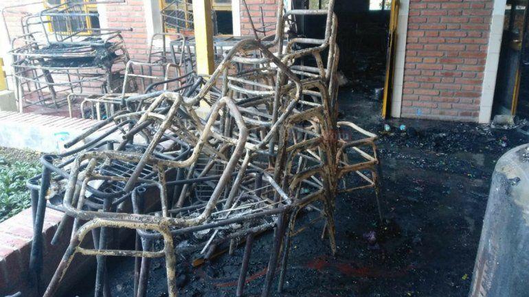 Sin clases en el Bachillerato 24 de Lozano por el incendio de tres aulas