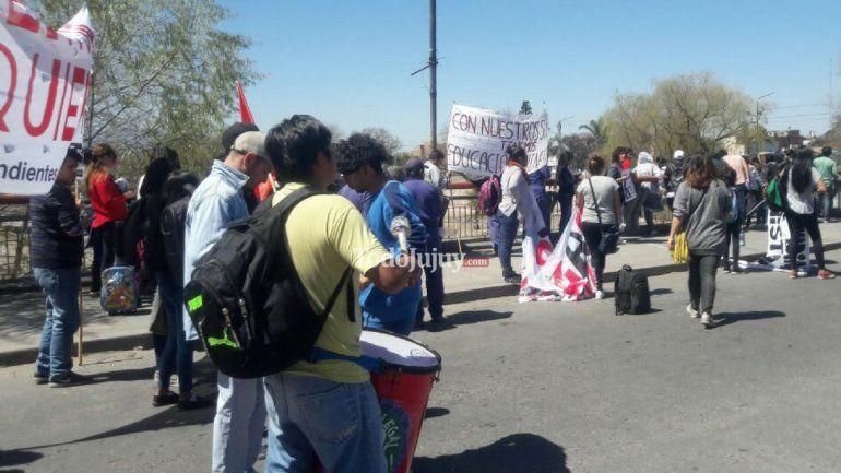 Agrupaciones universitarias continúan el reclamo: hay cortes en algunos puntos de la ciudad