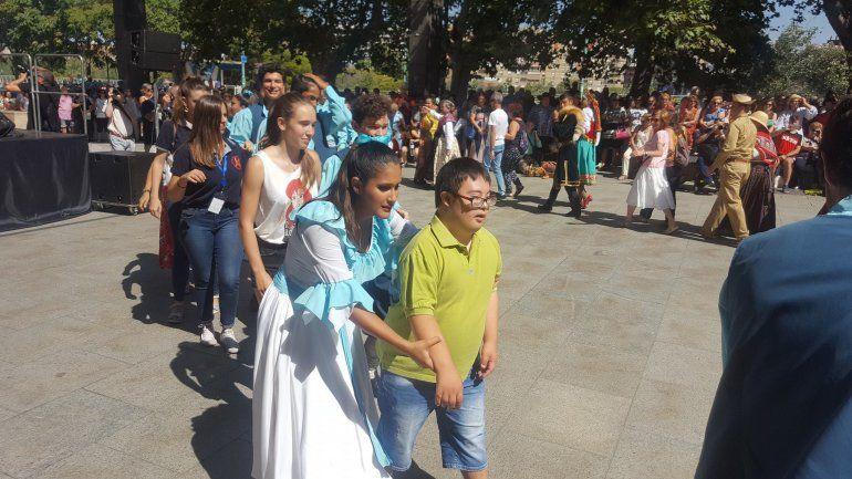 El Huayra Muyoj cierra su gira llevando nuestra cultura a escenarios de Europa