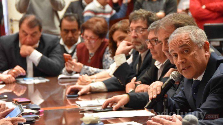 Escándalo en la reunión informativa del ministro por la venta del ingenio La Esperanza