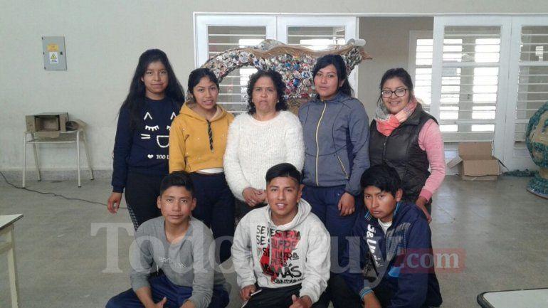 Familiares del ARA San Juan junto a los carroceros
